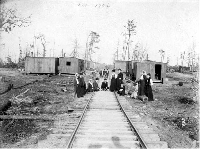 Eastman Gardiner Lumber Company community on the tracks